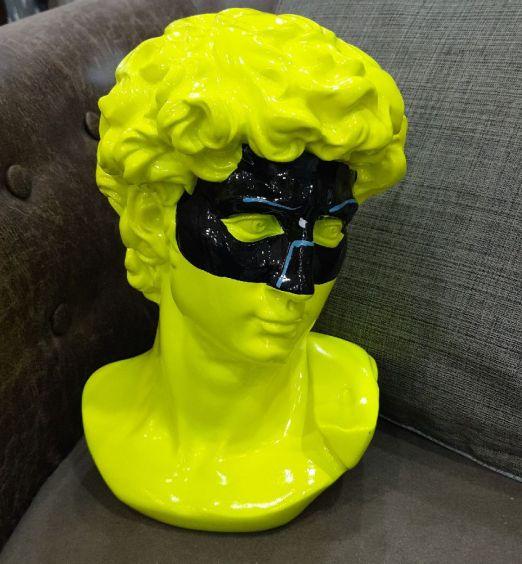 Busto David statua colore giallo