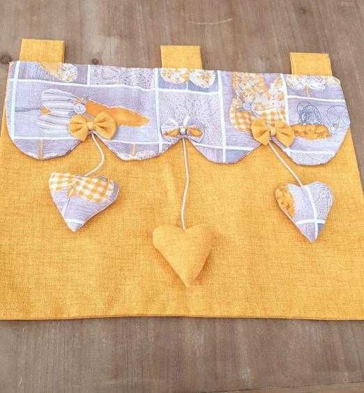 copri forno decorato con cuori pendenti