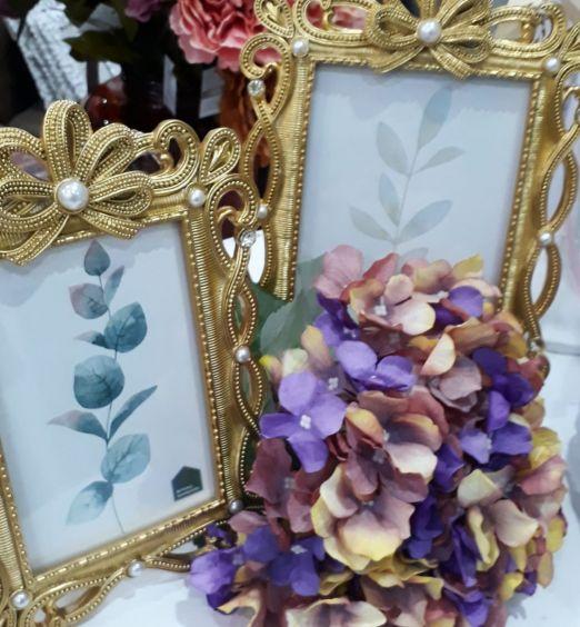cornice stile barocco dorata con perle