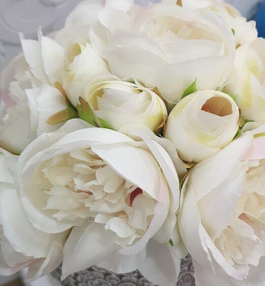 fiori finti decorativi bianchi
