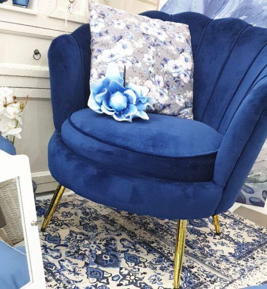 Divanetto blu vellutato