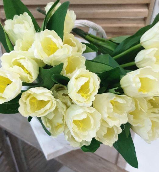 Rose gialle finte per decorazione