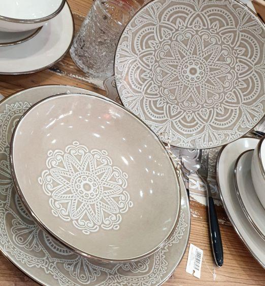Servizio da 18 piatti in ceramica tortora fondo, piani, frutta