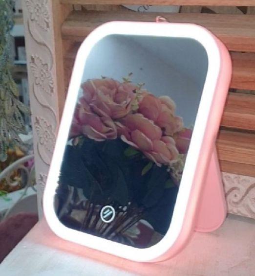 specchio per trucco rosa
