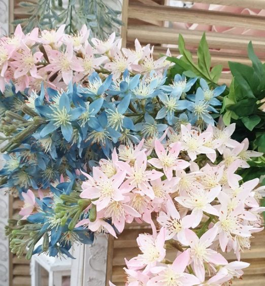 fiori colorati su stelo grande