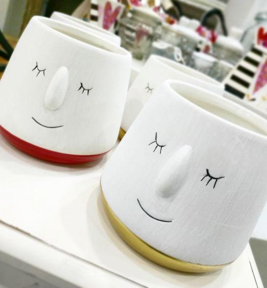 Vaso per piante con viso stilizzato in ceramica